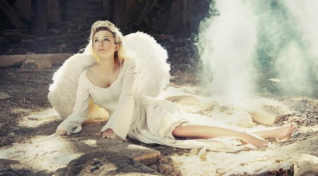 сон молодая женщина с наградами