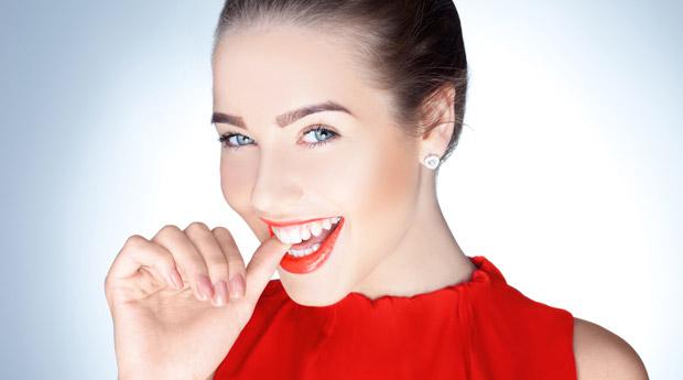 как ставят виниры на передние зубы